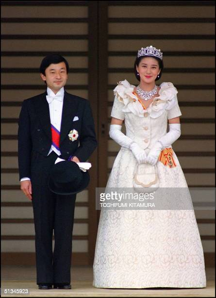 The newly wed Crown Prince Naruhito and his wife Crown Princess Masako pose for photographs 09 June 1993 after their wedding ceremony at the Tokyo...