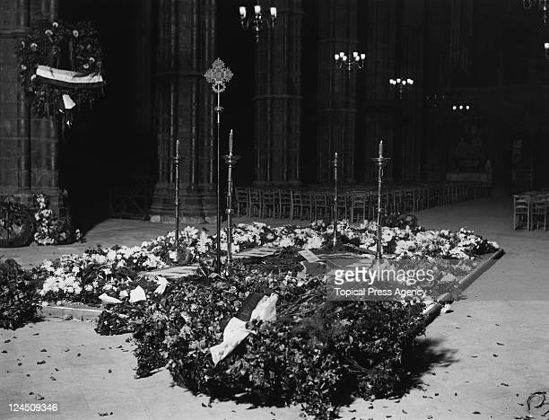 The newlysealed tomb of The Unknown Warrior at Westminster Abbey London 18th November 1920