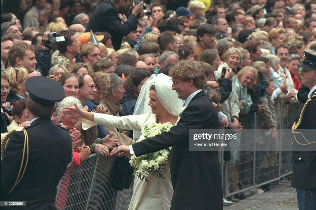 WEDDING OF PRINCE BERNHARD OF HOLLAND IN UTRECHT : Nieuwsfoto's