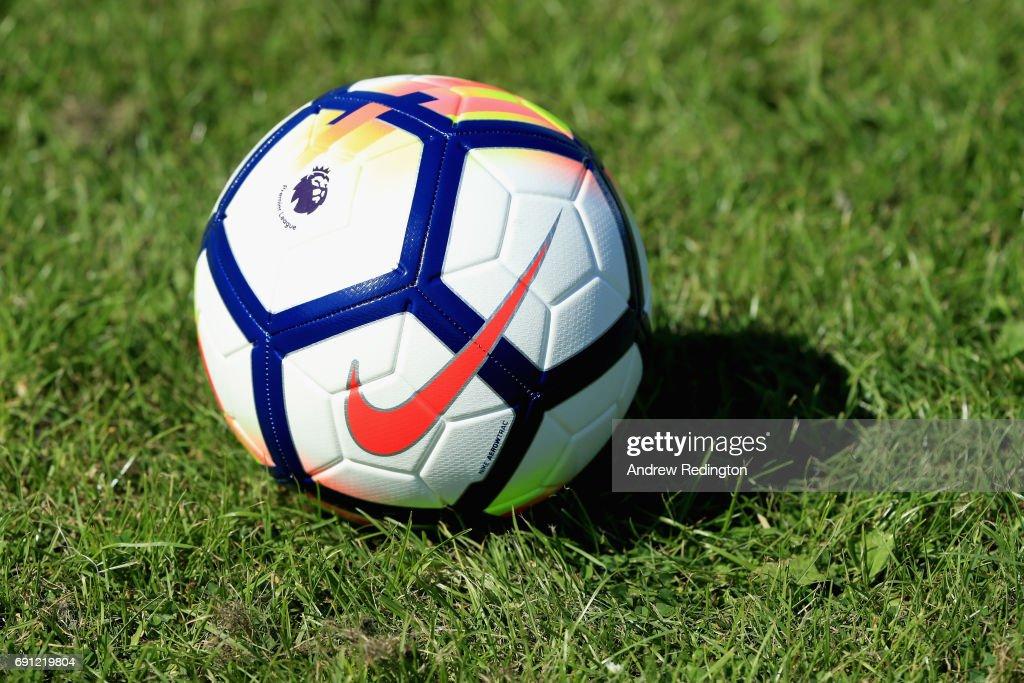Premier League Kicks - Nike Ordem V Premier League Match Ball Launch : Fotografía de noticias