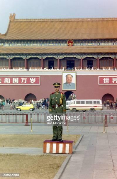 90 年代。天安門広場。北京、中国。 - 中国北東部 ストックフォトと画像