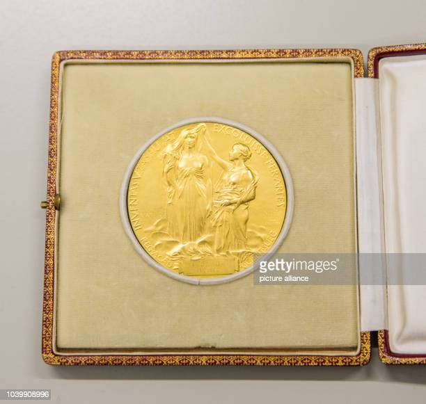 The Nobel prize medal of physicist Ferdinand Braun pictured at the Deutsches Museum in Munich Germany 29 February 2016 PHOTO MARC MUELLER/DPA | usage...