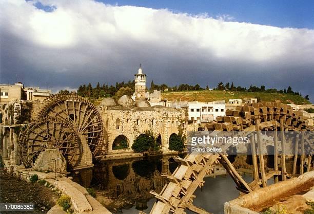 the norias of hama, in syria - frans sellies stockfoto's en -beelden