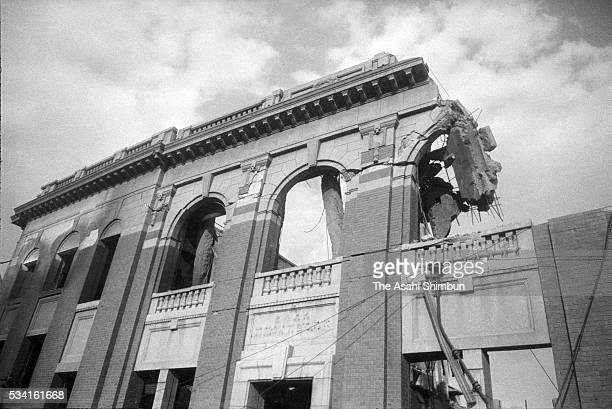 The Norinchuo Bank Hiroshima Office is seen damaged by the atomic bomb circa August, 1945 in Hiroshima, Japan. The world's first atomic bomb was...