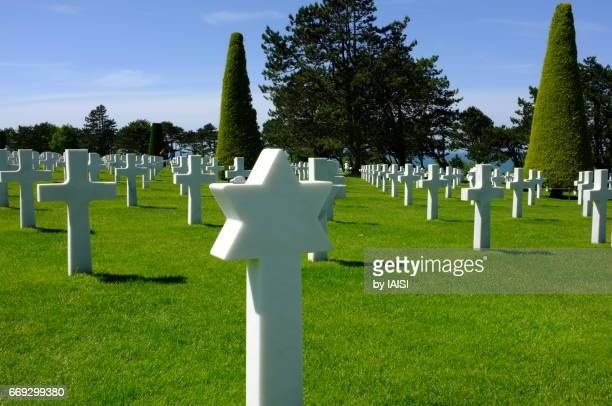 the normandy american cemetery in colleville-sur-mer - national world war ii memorial stock pictures, royalty-free photos & images