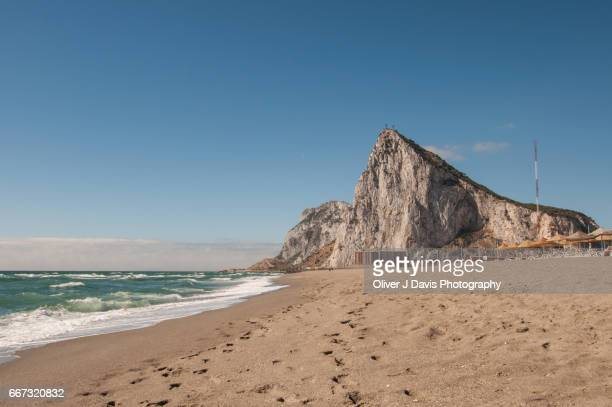 the north face of the rock of gibraltar as seen from playa de levante beach, located next to the border town of la linea de la concepción, spain. - la linea de conception stock pictures, royalty-free photos & images