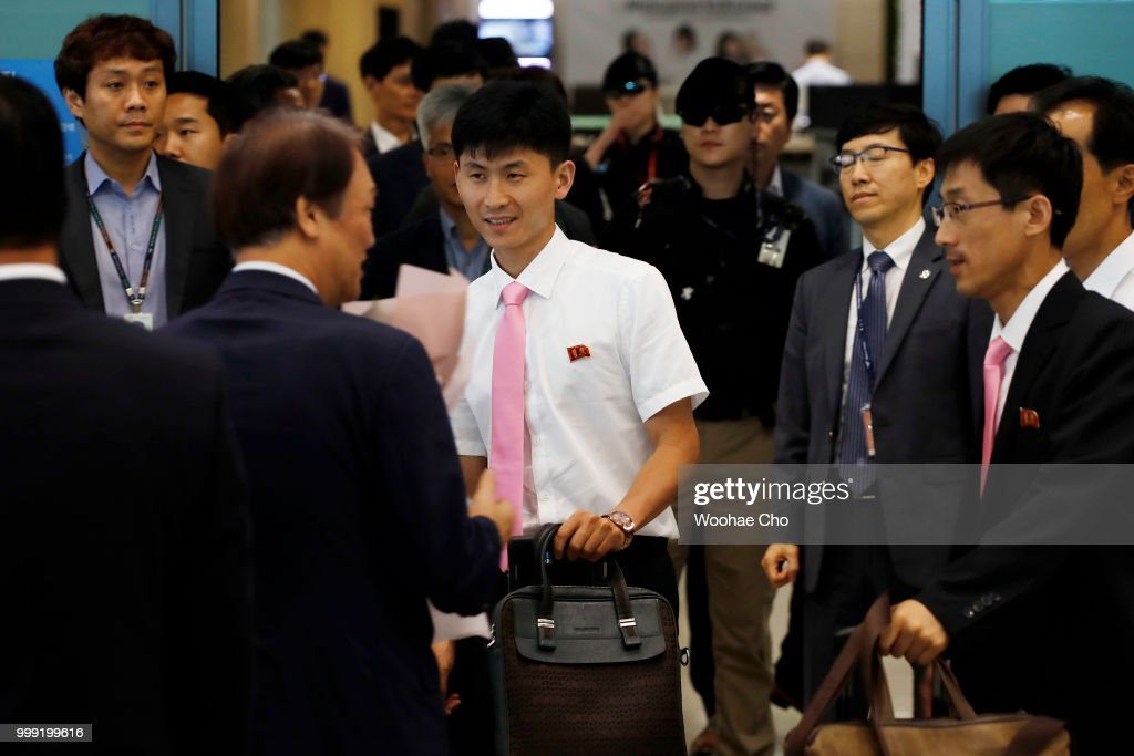 North Korean Table Tennis Team Arrives South