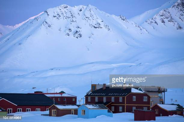 The North Pole Hotel can be seen at the Kings Bay research station on Spitsbergen in NyAelesund Norway 09 April 2015 Scientists with the Alfred...