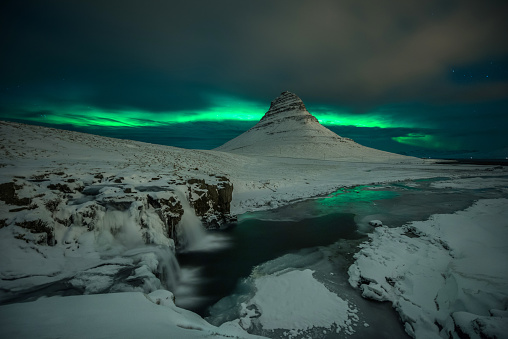 The Northern Lights above a glacier. - gettyimageskorea