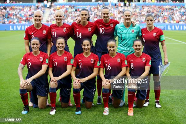 The Norway players pose for a team photo prior to the 2019 FIFA Women's World Cup France Quarter Final match between Norway and England at Stade...