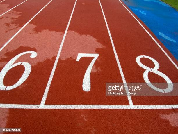 the numbers on the running track - 数字の7 ストックフォトと画像