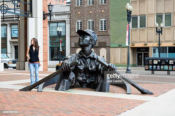 the oarsman sculpture in knoxville, tennessee - knoxville tennessee stock pictures, royalty-free photos & images