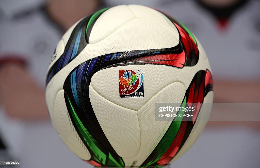 FBL-CANADA-WC2015-WOMEN-GER-BALL : News Photo
