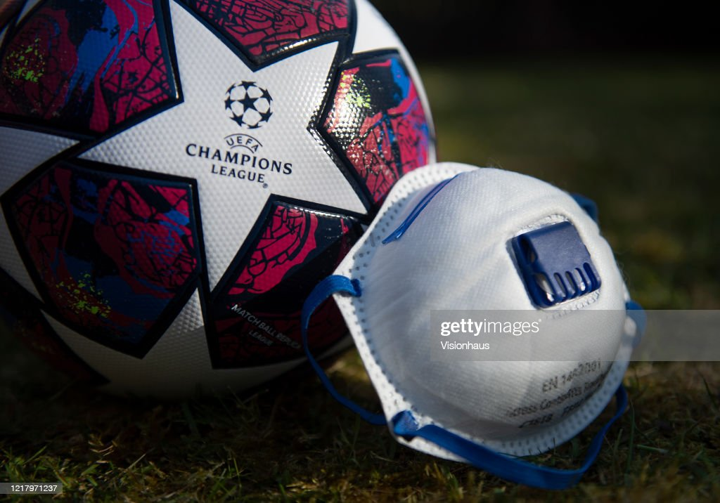 UEFA Champions League Matchball and Protective Face Mask : Nachrichtenfoto