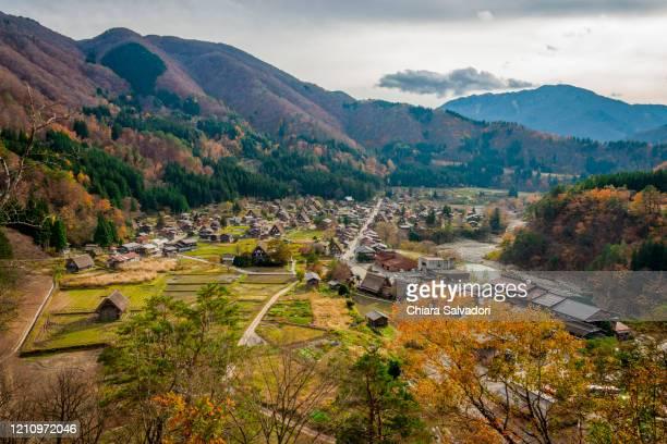 the ogimachi village in shirakawa-go - 富山県 ストックフォトと画像