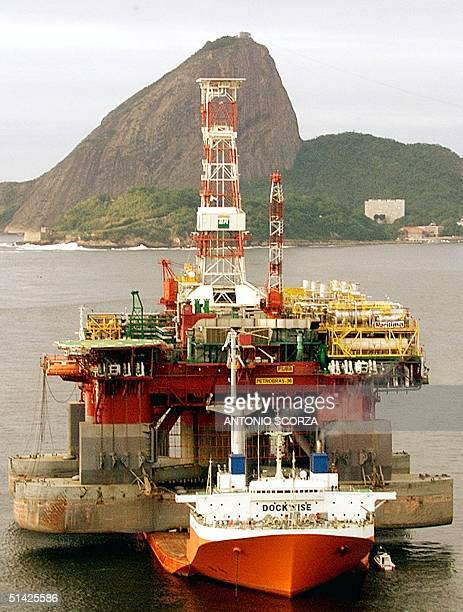 The oildrilling platform P36 of the Brazilian stateowned oil company Petrobras arrives on board a freighter in the Guanabara Bay in Rio de Janeiro 19...