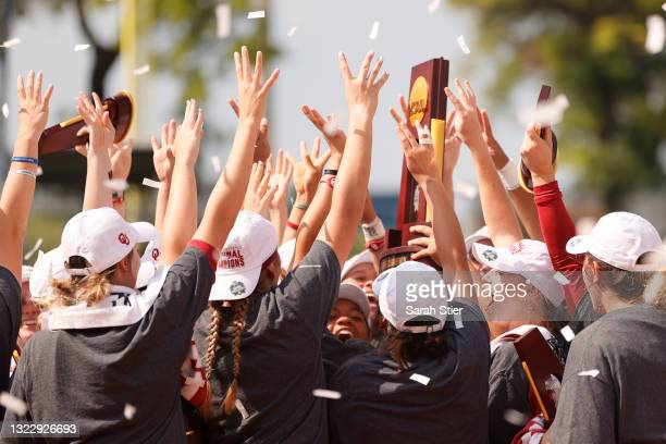 The Oklahoma Sooners celebrate their win with the NCAA trophy during Game 3 of the Women's College World Series Championship against the Florida St....