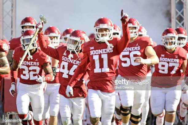 The Oklahoma Sooners take the field before the game against the Oklahoma State Cowboys at Gaylord Family Oklahoma Memorial Stadium on November 10...