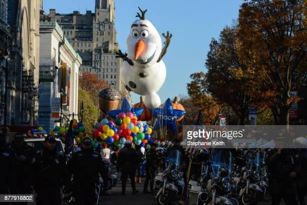The Olaf from Frozen balloon is led down Central Park West during the annual Macy's Thanksgiving Day parade on November 23 2017 in New York City The...