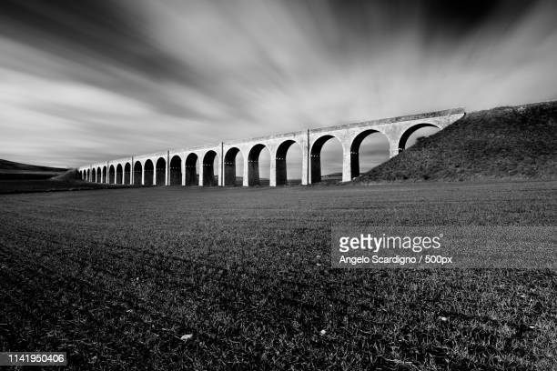 the old 21 arches - bianco e nero stock pictures, royalty-free photos & images
