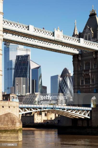 the old and the new city skyline of london - hoofdstad stockfoto's en -beelden
