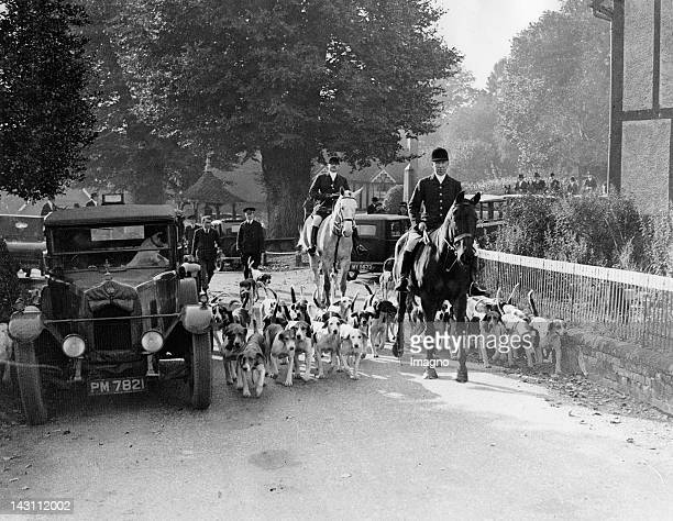 The Old Berkley held their opening meet at Latimer House in Chesham England Photograph November 2nd 1931