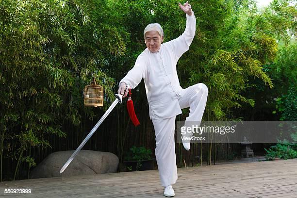 the old man took his sword in taijiquan - kung fu fotografías e imágenes de stock