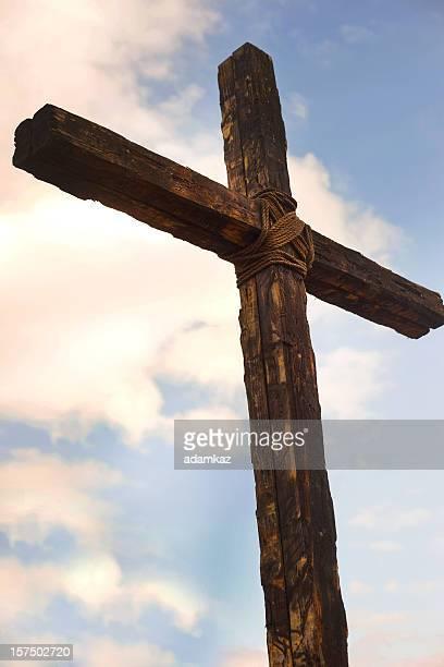 die alte rustikale cross - kreuz stock-fotos und bilder