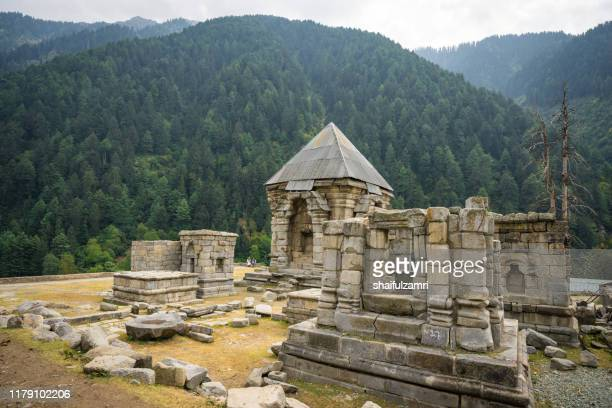 the old temple ruins at naranag, kashmir, india. - shaifulzamri fotografías e imágenes de stock
