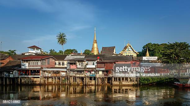 the old town chanthaboon waterfront - chanthaburi stock pictures, royalty-free photos & images