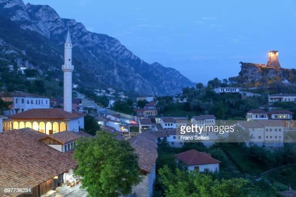 the old town of kruje (krujë, kruja), albania, europe - krujë stockfoto's en -beelden