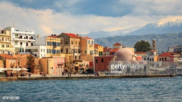 el viejo puerto veneciano de chania, creta - creta fotografías e imágenes de stock
