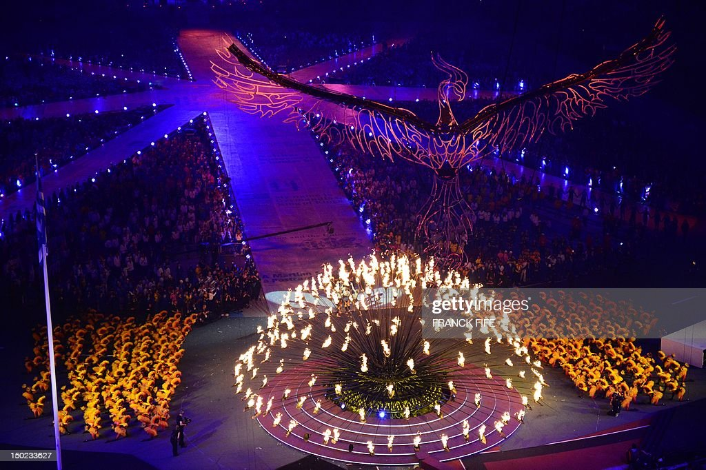 The Olympic cauldron with its 204 copper : Nachrichtenfoto