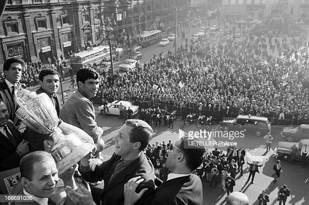 The Olympique Lyonnais Winner Of The French Soccer Cup 1964 Le 14 mai 1964 en France après leur victoire contre Bordeaux Lyon remporte la coupe de...
