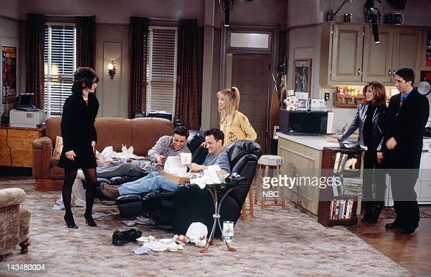 FRIENDS The One Where Ross and RachelYou Know Episode 15 Pictured Courteney Cox Arquette as Monica Geller Matt LeBlanc as Joey Tribbiani Matthew...
