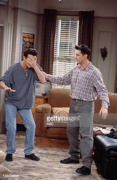 FRIENDS 'The One Where Ross and RachelYou Know' Episode 15 Pictured Matthew Perry as Chandler Bing Matt LeBlanc as Joey Tribbiani