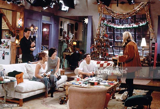"""The One with Phoebe's Dad"""" Episode 9 -- Pictured: Matthew Perry as Chandler Bing, Jennifer Aniston as Rachel Green, Courteney Cox Arquette as Monica..."""