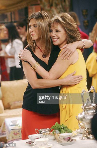 FRIENDS 'The One With The Baby Shower' Episode 20 Aired 4/25/2002 Pictured Jennifer Aniston as Rachel Green Marlo Thomas as Sandra Green Courteney...