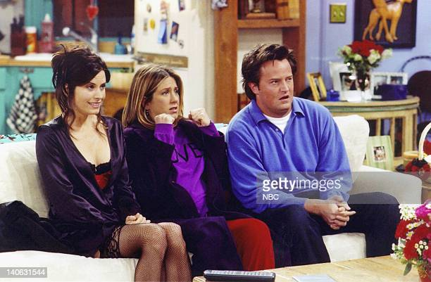 FRIENDS 'The One With The Birthing Video' Episode 15 Aired 2/7/2002 Pictured Courteney Cox as Monica GellerBing Jennifer Aniston as Rachel Green...