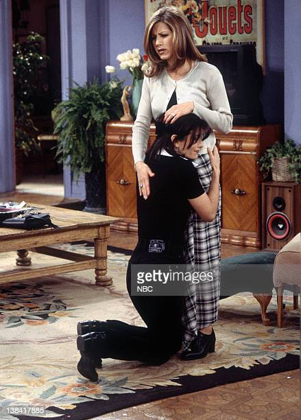 FRIENDS The One with the Bullies Episode 21 Pictured Courteney Cox as Monica Geller Lisa Kudrow as Phoebe Buffay Jennifer Aniston as Rachel Green