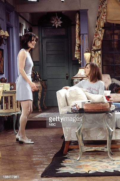 FRIENDS The One with the Bullies Episode 21 Pictured Courteney Cox as Monica Geller Jennifer Aniston as Rachel Green