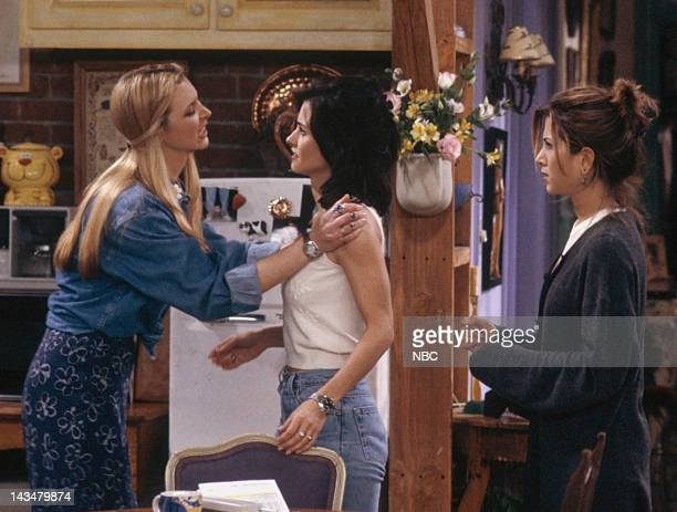 FRIENDS The One with the Fake Monica Episode 21 Pictured Lisa Kudrow as Phoebe Buffay Courteney Cox as Monica Geller Jennifer Aniston as Rachel Green
