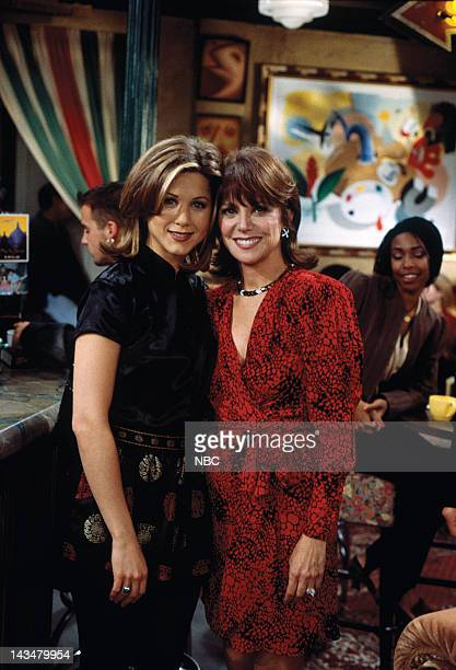 FRIENDS The One with the Lesbian Wedding Episode 11 Pictured Jennifer Aniston as Rachel Green Marlo Thomas as Sandra Green