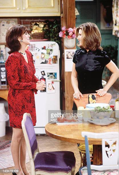FRIENDS 'The One with the Lesbian Wedding' Episode 11 Pictured Marlo Thomas as Sandra Green Jennifer Aniston as Rachel Green
