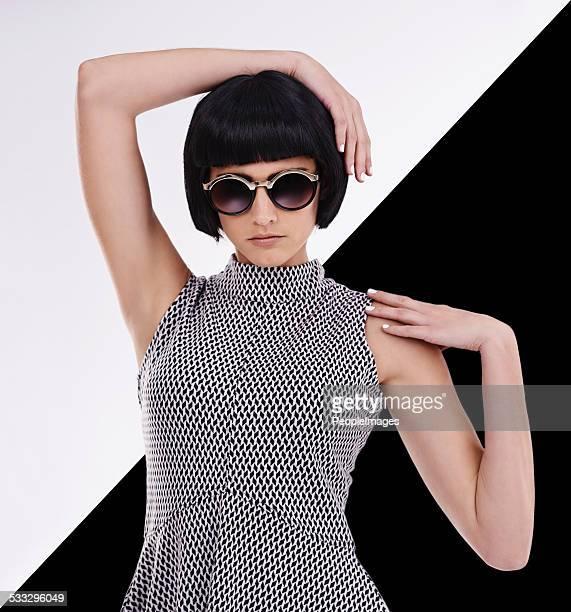 the only two colors you need in fashion - zwart haar stockfoto's en -beelden