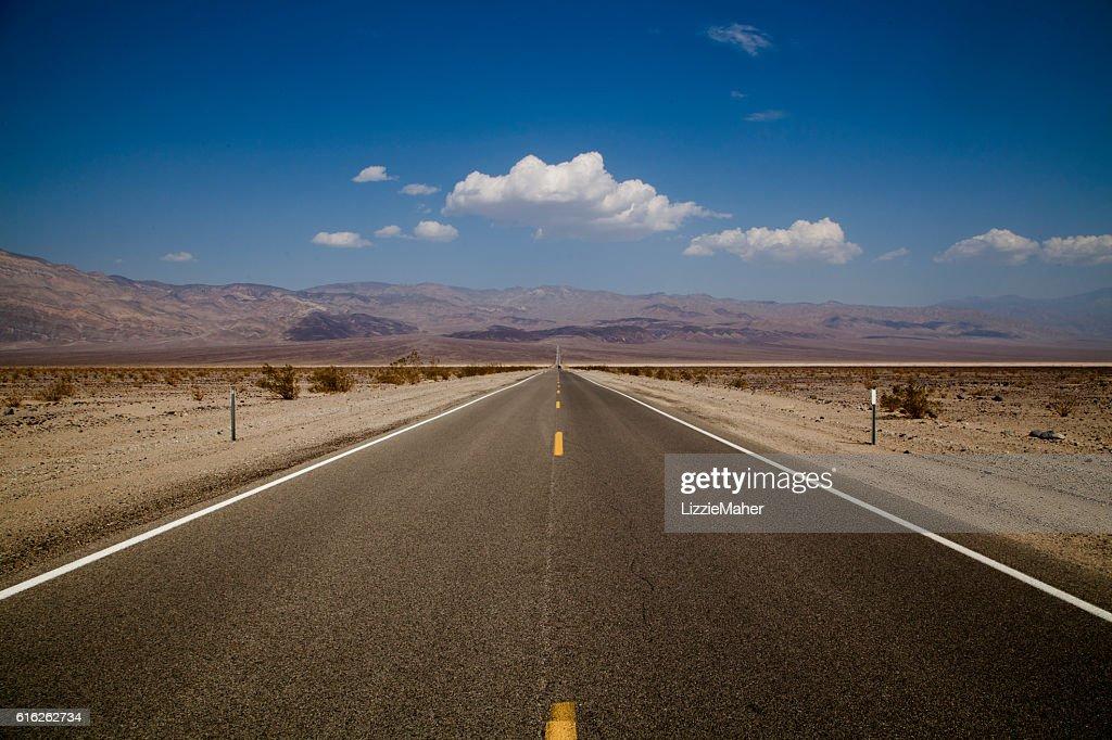 A estrada aberta : Foto de stock