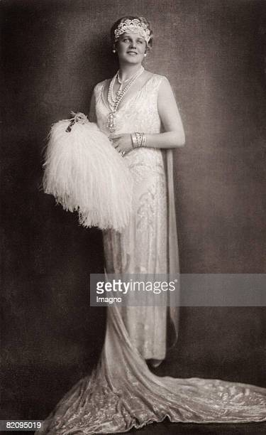 "The opera singer Maria Jeritza as Fedora in the opera ""Fedora"" by Umberto Giordano, Vienna, Photograph, 1922 [Die S?ngerin Maria Jeritza als Fedora..."