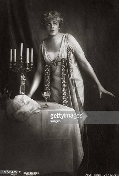 The opera singer Maria Jeritza as Tosca in 'Tosca' by Giacomo Puccini. Vienna. Photograph. 1922. (Photo by Photoarchiv Setzer-Tschiedel