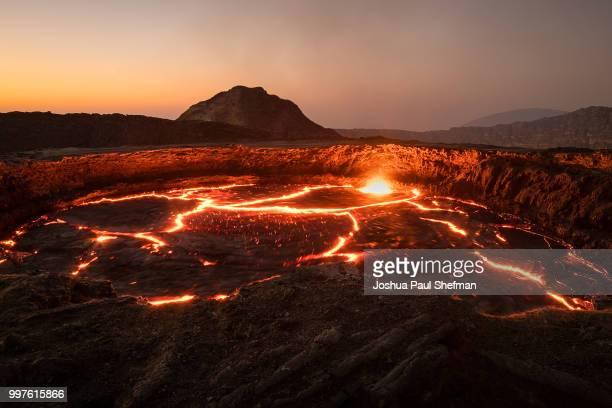 the orange glow of the erta ale volcano - vulkan stock-fotos und bilder