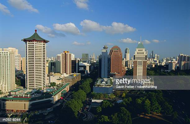 the orchard road district, one of asia's most popular shopping areas, singapore, asia - orchard road fotografías e imágenes de stock